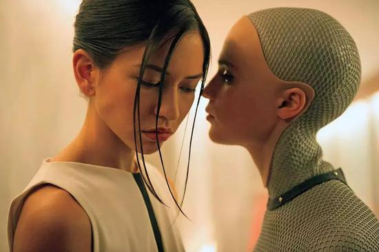 《机器姬》里的艾娃。?#35745;?#26469;源:《机器姬》