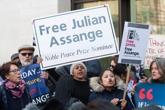 Free press. Free Assange. | 视觉中国
