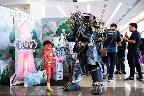 泰国的cosplay,红色男孩cos了闪电侠