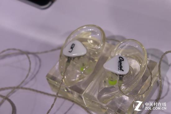 UC RRM高解析入耳式监听级定制耳机