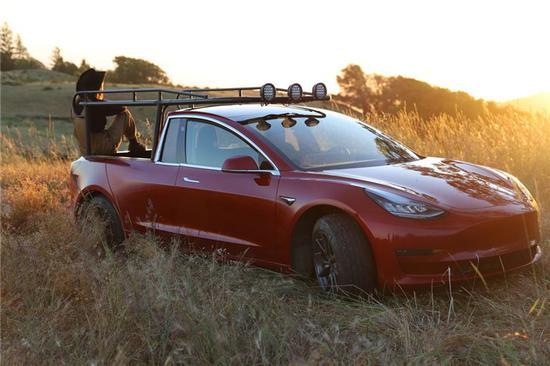达人将特斯拉Model 3改装成皮卡车