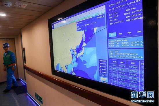 """这是7月11日拍摄的""""雪龙2""""号极地科学考察破冰船内部。新华社记者 丁汀 摄"""