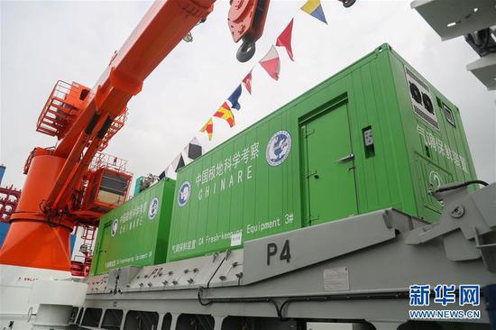 """这是7月11日拍摄的""""雪龙2""""号极地科学考察破冰船上的气调保鲜装置。新华社记者 丁汀 摄"""