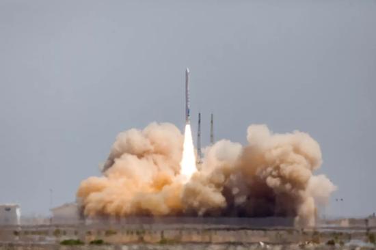 对,中国民营运载火箭总算是带着卫星入轨成功了。