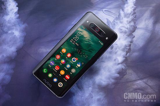 努比亚Z20背部采用一块5.1英寸屏幕