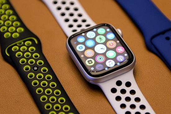 <b>两只Apple Watch 4在湖底淹了两周 找到后还能用</b>