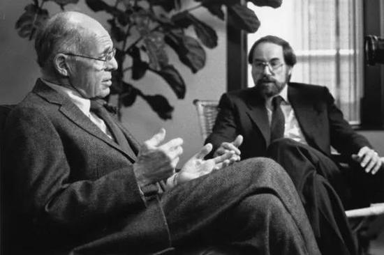 捐赠人杰克·怀特海德(左)和巴尔的摩教授的共同努力奠定了怀特海德研究所今天的成功 图片来源:http://wi.mit.edu/about/history