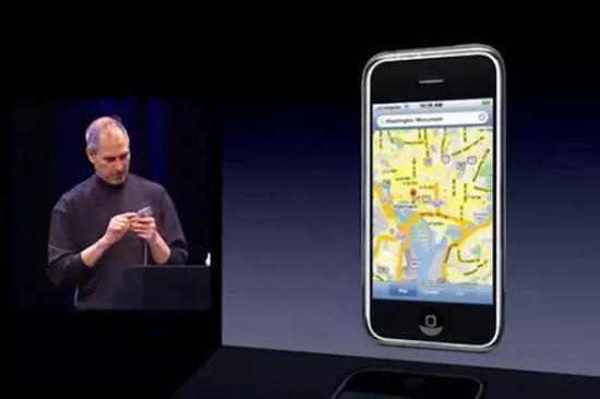 乔布斯现场演示如何在 iPhone 上使用谷歌地图