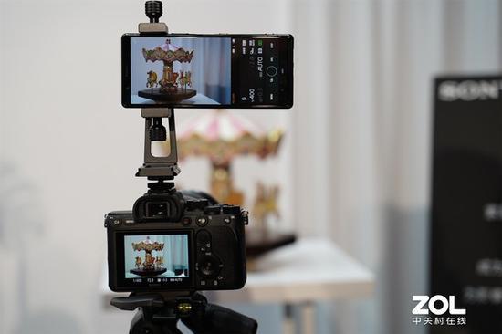 Xperia5连接相机提供比原生取景器更强的屏幕能力