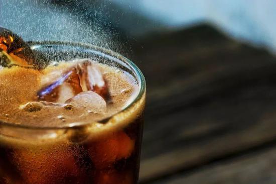 喝可乐也会烂醉如泥?!为什么有些人滴酒不沾也会醉可乐喝醉