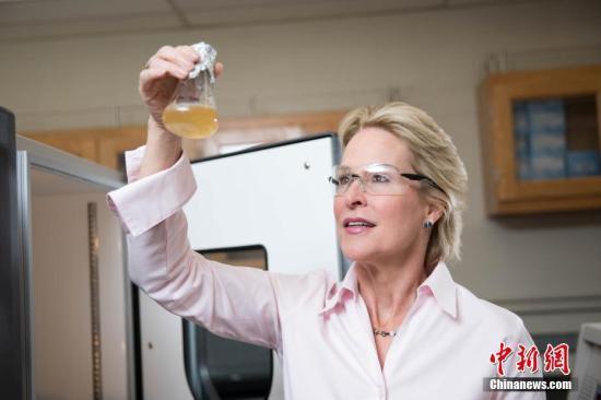 資料圖:美國女科學家阿諾德2018年獲得諾貝爾化學獎。
