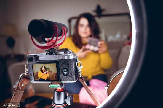 疫情下的新媒体行业:刷短视频的多了 做短视频的被裁员