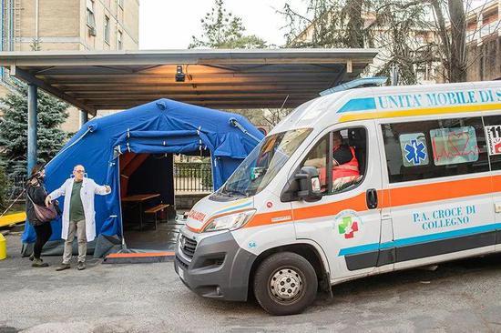 意大利都灵的一家医院,这里出现了几百例COVID-19确诊病例。来源:Mauro Ujetto/NurPhoto via Getty