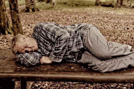想在周末休息吗?研究发现,严重睡眠剥夺的人中有75%不能做到这一点 睡眠