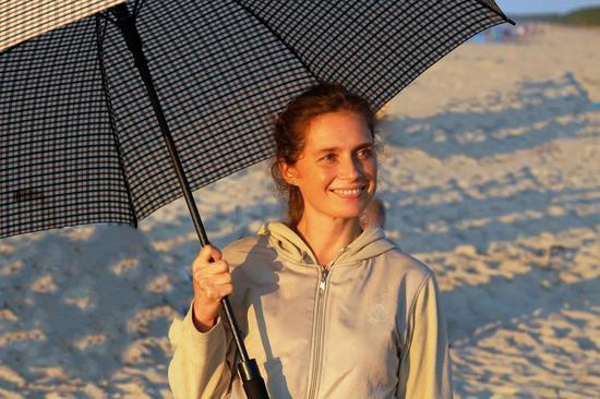 适当用伞、帽替代防晒霜,对自己和自然都更好