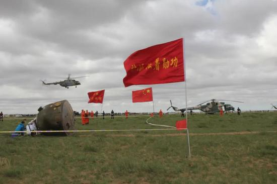 2013年,神舟十号回收现场。