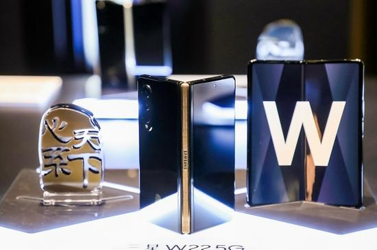 心系天下三星W22 5G发布 定价16999元 10月14日起开放预约