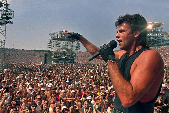热爱音乐与生命的人们,让我看见你们的双手!| newsweek.com
