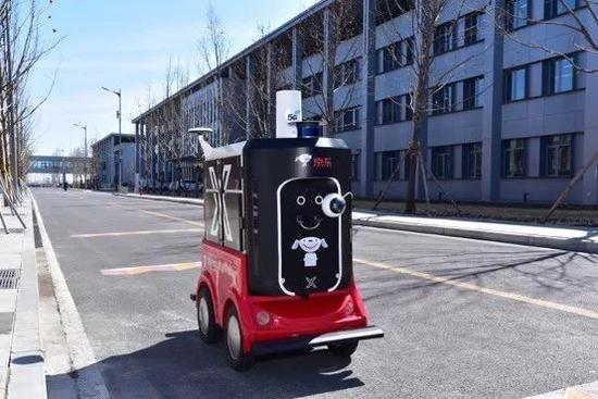 ▲京东物流配送机器人在雄安进行5G测试
