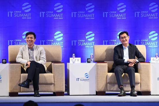 李彦宏(左)马化腾(右)
