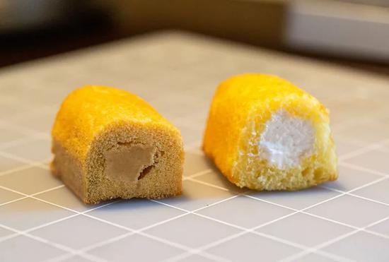 2012年的Twinkie(左)与今年的Twinkie比较