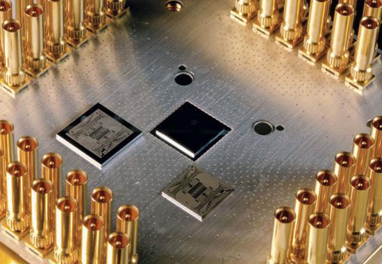 """谷歌的""""Foxtail""""量子处理器。"""