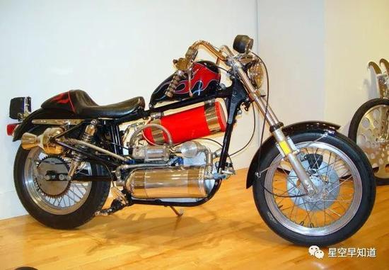 火箭推進摩托車。。。來源:www.the-rocketman.com