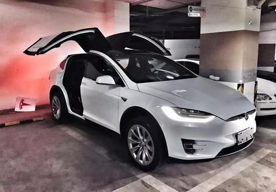 方乃锃刚买时的Model X