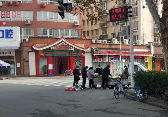 路边小摊贩。(摄于1月28日)