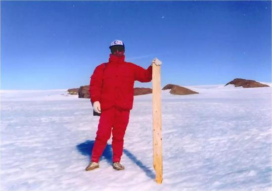 圖8 中山站附近的南極冰蓋(圖片來源:張繼民)
