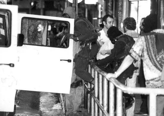 行动中的飞虎队,跑马地,1985年