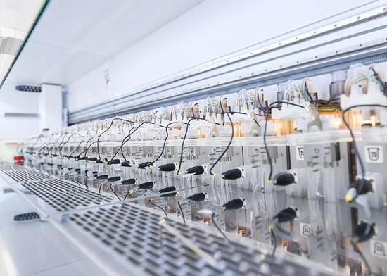 這套用於培養酵母的自動化生物反應器系統可以用來研究合成基因組——這是今年應該會取得重大進展的領域之一。