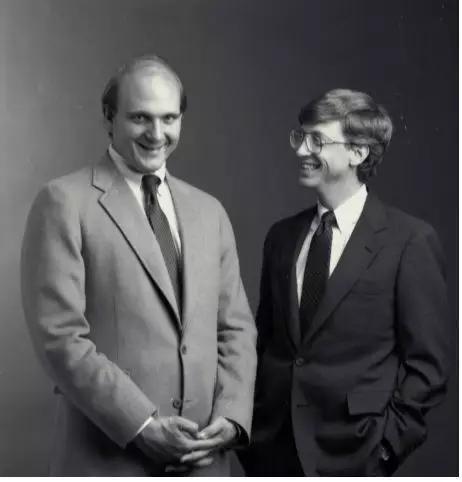 图注:史蒂夫・鲍尔默和比尔・盖茨
