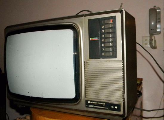 老式CRT电视机体积过大,逐渐被液晶所淘汰