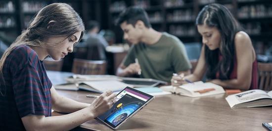 微软计划推出廉价版Surface进军教育市场(图源Microsoft)