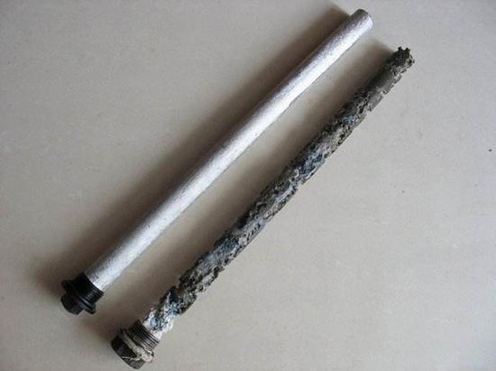 新镁棒和被腐蚀的镁棒