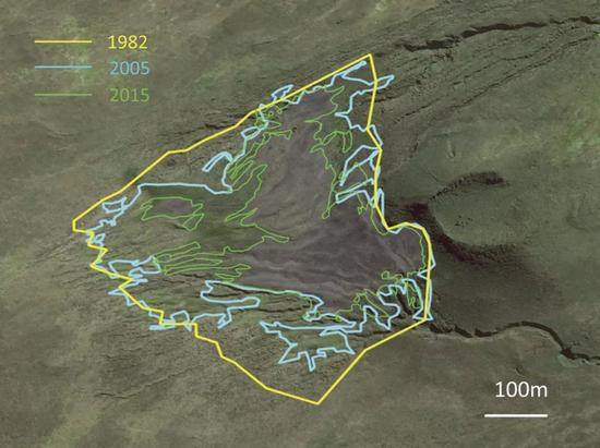 黄线、蓝线和绿线围出的区域分别表示1982年、2005年和2015年王企鹅在科雄岛上的栖息地范围。图片来源:参考文献[3]