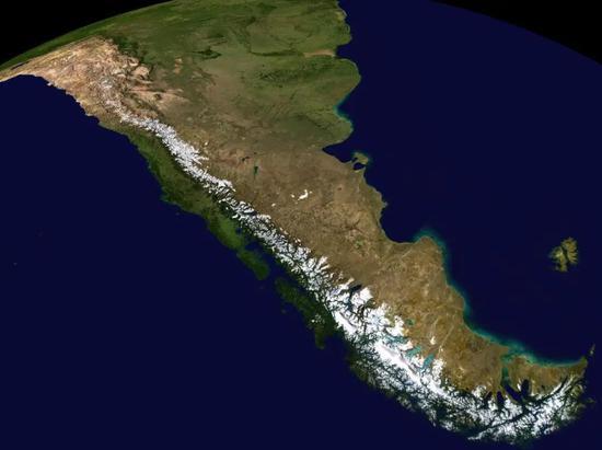 纵贯南美大陆的安第斯山脉  NASA World Wind