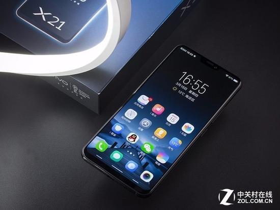 """今年首款""""刘海屏""""手机vivoX21通过""""刘海""""设计与收窄""""下巴""""提升屏占比"""