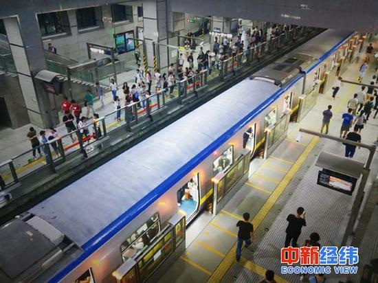 西二旗地铁站 中新经纬赵佳然摄