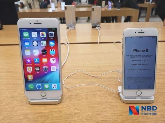 蘋果官方零售店內iPhone 8系列 圖片來源:每經記者 張曉慶 攝