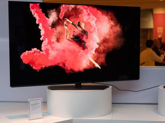 外星人的55英寸OLED电竞显示器(图源:网络)