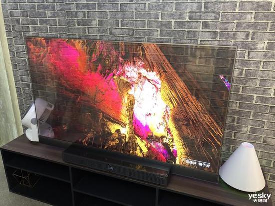 創維一款透明屏幕的電視