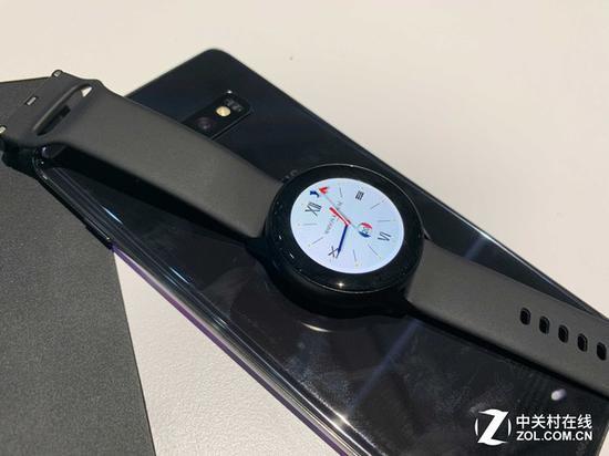 三星Galaxy Watch Active与Galaxy S10无线共享充电