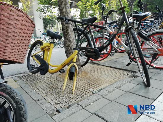 濟南街頭的小黃車,相當一部分已經損壞 圖片來源:每經記者 彭斐 攝