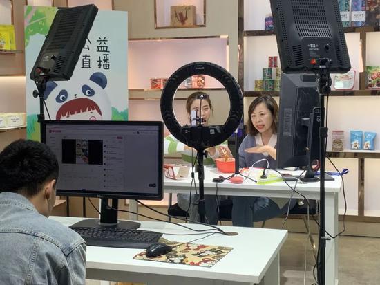 「hg体育直播」别再嘲蔡徐坤没热度了,90天花了近7000万,粉丝好强大
