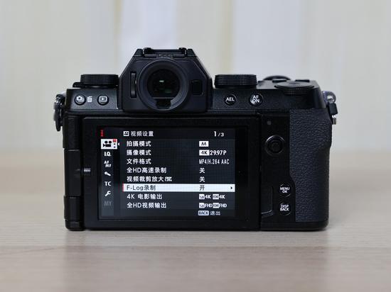 更稳更快更小巧 富士轻旗舰X-S10无反相机评测