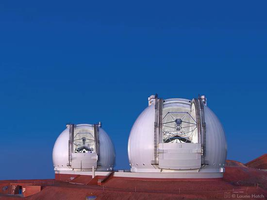 凯克天文台由两座10米望远镜组成丨图源:Laurie Hatch/lauriehatch.com