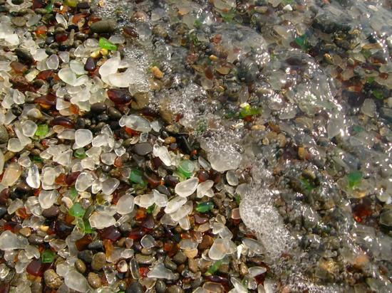 沦为垃圾场20年,这片海滩现在却成了最梦幻的景点