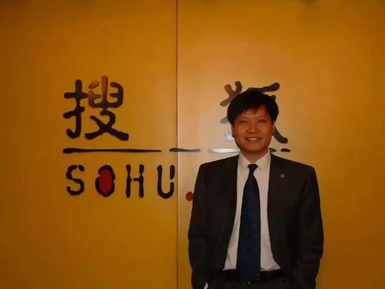 ▲2003年,金山总裁身份的雷军到访搜狐